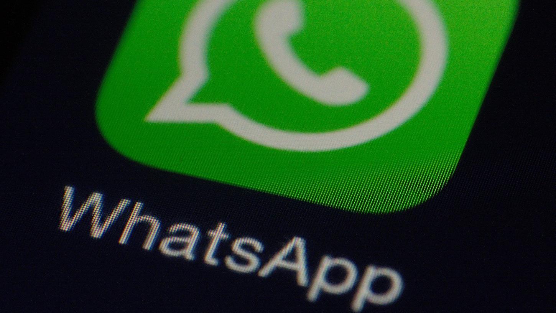 Um Ihre Privatsphäre besser zu schützen, können Sie WhatsApp individuell anpassen. Wir zeigen die besten Sicherheitseinstellungen für den Messenger.