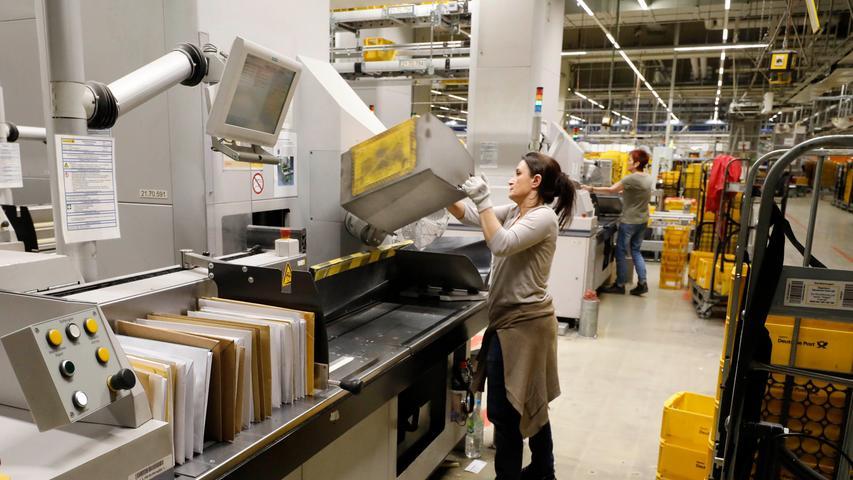 Die Nachtarbeit im Briefzentrum Nürnberg ist überwiegend Frauenarbeit.