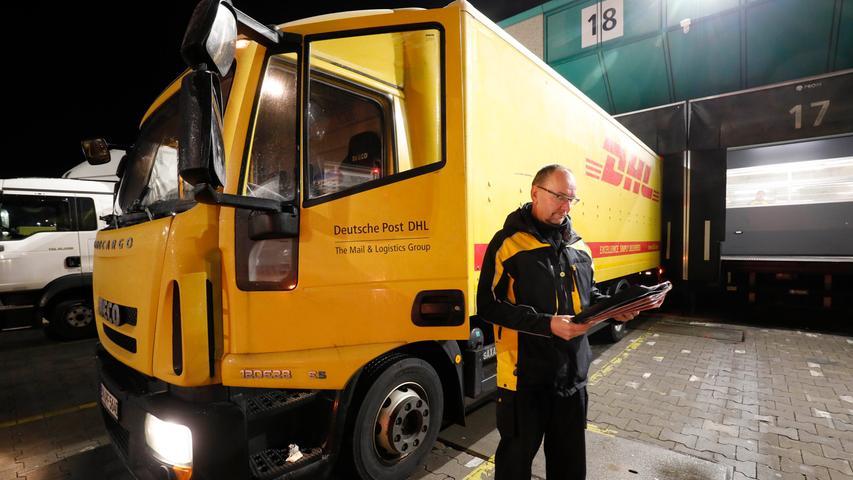 Fahrer Heinz Wild steht pünktlich an der Rampe. Sein Zeitplan ist eng gestrickt: Um 8.13 Uhr muss er in Rothenburg sein.