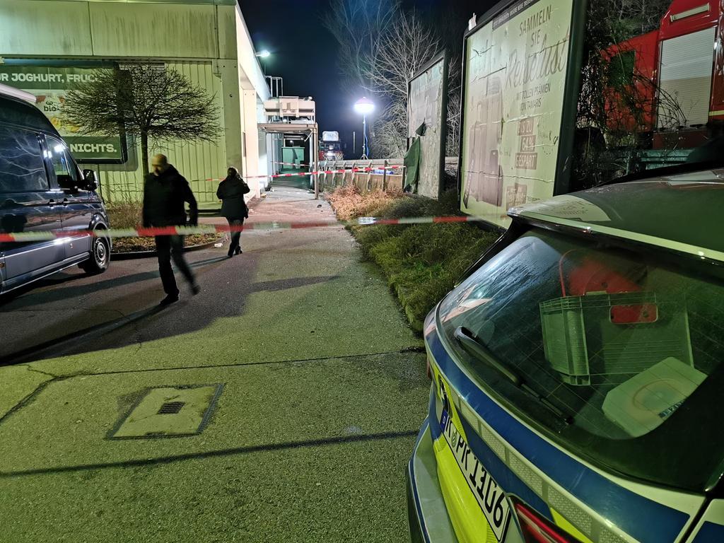 Real Parkplatz, Dreichlingerstraße, Kripo, Spurensicherung, Tatort, Auseinandersetzung, vermutlich Tötungsdelikt; Foto: Philip Hauck