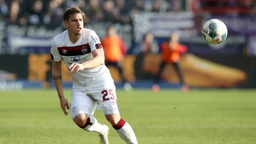 Zu schwer? Im Juli letzten Jahres fand Oliver Sorg seinen Weg nach Nürnberg, zuvor war er für Hannover 96 aktiv. Der Rechtsverteidiger brauchte nicht lange, um am Valznerweiher anzukommen. Von 25 Partien stand der einmalige Nationalspieler 17 Mal auf dem Platz und spielte 15 Mal die gesamte Spieldauer durch. Torgefährlich wurde Sorg bisher noch selten, eine Torvorlage geht bis dato auf sein Konto.
