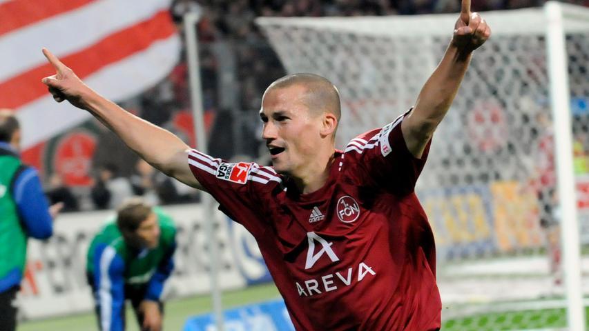 Der war wirklich gemein! In der Saison nach dem Pokalsieg 2007 verließ Peer Kluge Borussia Mönchengladbach und kam zum Club. Schon in seiner ersten Saison kam Kluge auf 22 Einsätze in der Bundesliga und sieben im Uefa-Cup. Dabei erzielte er vier Tore und bereitete drei Treffer vor, bevor er Ende der Spielzeit aufgrund eines Bandscheibenvorfalls ausfiel. Doch das hielt den Mittelfeldspieler nicht auf und in den folgenden eineinhalb Jahren verpasste er nur wenige Partien. Im Winter 2010 verließ Peer den abgestiegenen Club und wechselte nach Schalke.