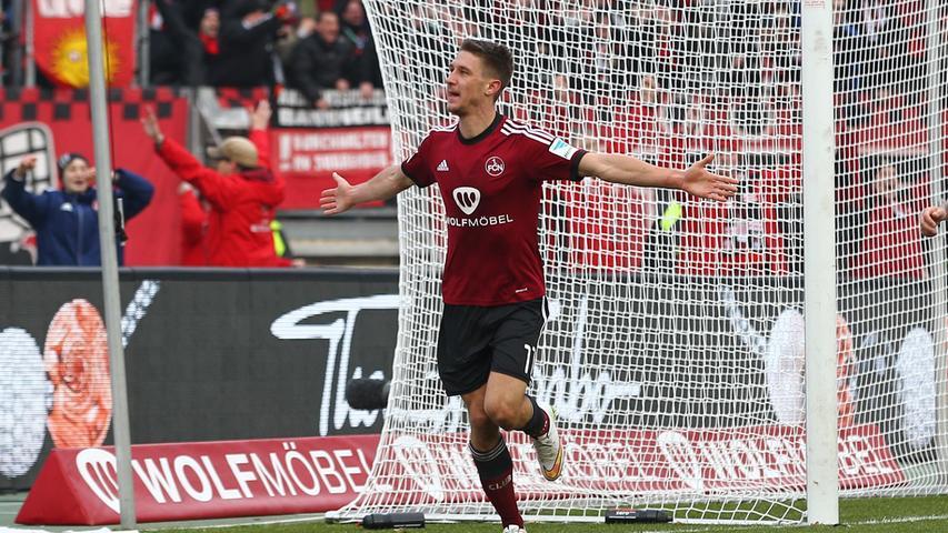 Einer, den man kennen muss! Für Jakub Sylvestr ging es in seinem ersten Jahr beim Club gut los. In der Saison 2014/15 kam er 33 Mal in der 2. Bundesliga und einmal im DFB-Pokal zum Einsatz und stand insgesamt 2504 Minuten auf dem Platz. Doch das Glück verließ ihn in der darauffolgenden Spielzeit, als René Weiler anderen Stürmern den Vorzug gab und Sylvestr zum Bankdrücker wurde.. Es war also nicht verwunderlich, dass er im Januar 2016 nach Paderborn verliehen wurde, wo es ihm aber nicht viel besser erging. Auch nach seiner Rückkehr nach Nürnberg ein halbes Jahr später schaffte der Stürmer es nicht mehr, sich durchzusetzen und verabschiedete sich im Januar 2017 ins holländische Aalburg. Es folgten weitere Wechsel, heute kickt Sylvestr bei Hapoel Haifa in Israel.