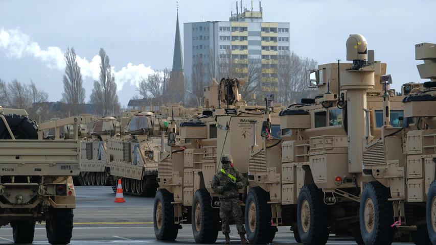 Panzer auf den Straßen: Militärübung