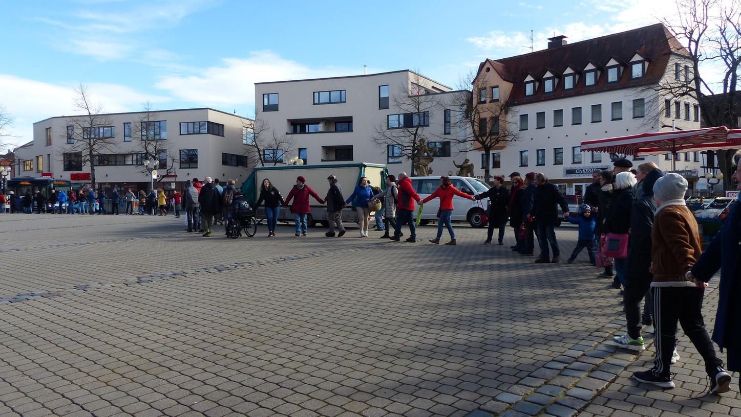 Menschen gedachten der Opfer von Hanau auch in Forchheim.