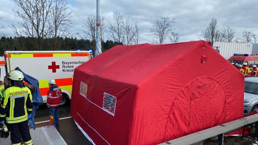17 Fahrzeuge involviert: Tödliche Massenkarambolage auf A6