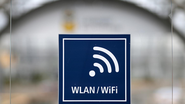 Über 100 bayerische Organisationen fordern, dass alle Flüchtlingsunterkünfte endlich mit einem stabilen WLAN ausgerüstet werden.