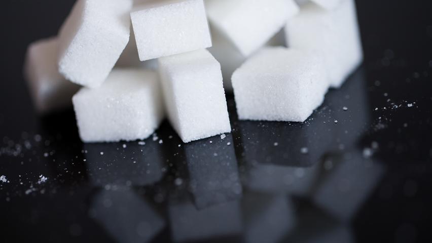 Lebensmittel, die nicht erhitzt oder gekocht werden müssen (Zucker, Honig, Schokolade, Mehl, Instantbrühe, Hartkekse, Salzstangen) - Menge nach Belieben.