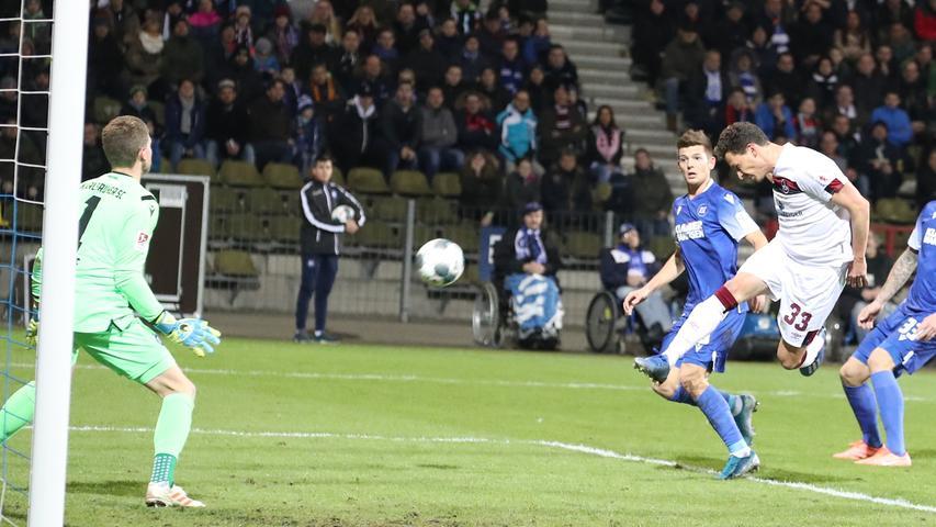 Erleichterung im Abstiegskampf: Der FCN ringt Karlsruhe mit 1:0 nieder