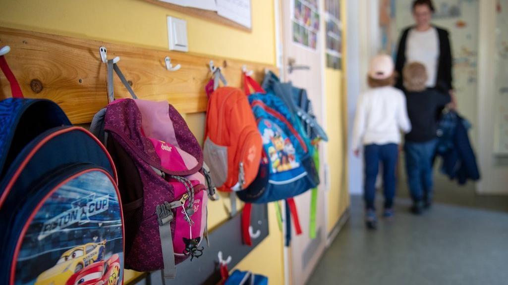 Derzeit wird an einem Konzept gearbeitet, wie die Kinderbetreuung in Bayern schrittweise wieder aufgenommen werden kann.