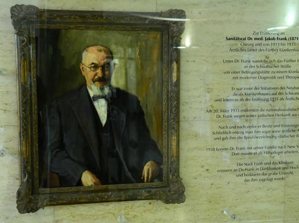 Dieses Gemälde, das Jakob Frank zeigt, hängt schon seit dem Jahr 2003 im Eingangsbereich des Klinikums.