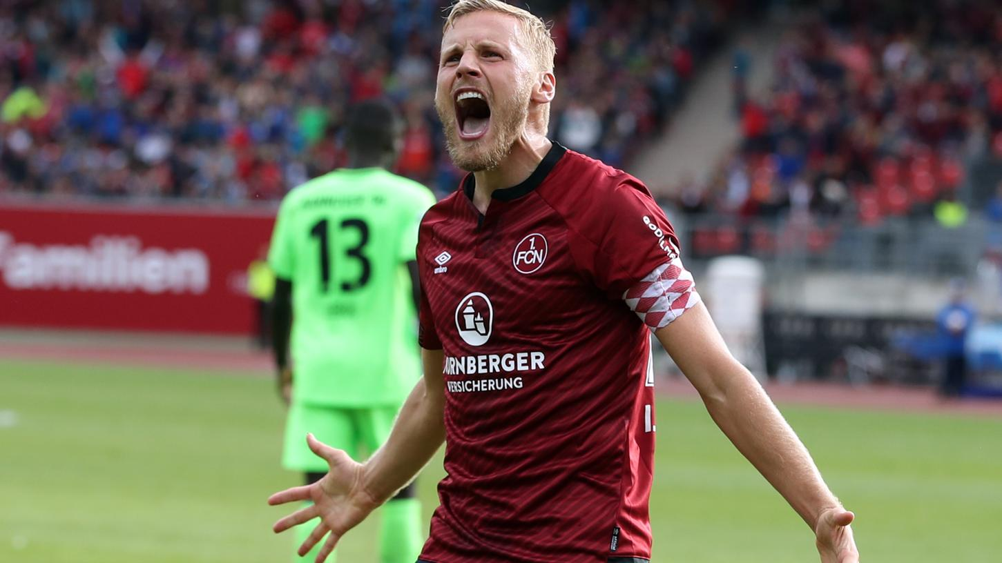 22.09.2018 --- Fussball --- Saison 2018 2019 --- 1. Fussball - Bundesliga --- 04. Spieltag: 1. FC Nuernberg Nuernberg FCN ( Club ) - Hannover 96 H96 --- Foto: Sport-/Pressefoto Wolfgang Zink / DaMa --- DFL regulations prohibit any use of photographs as image sequences and/or quasi-video