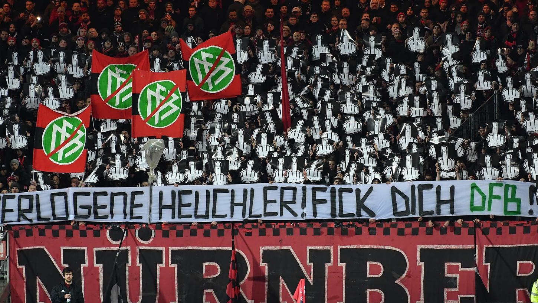 Die Club-Ultras haben mit Schmähungen auf das Vorgehen des DFB in der Causa Hopp reagiert.