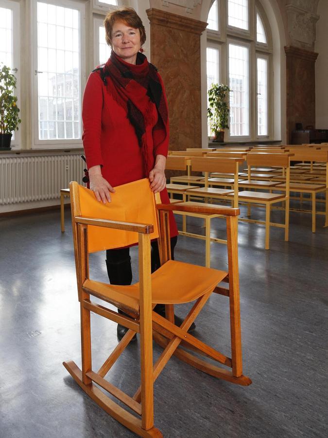 Gerhild Zeitner wirkt als Seelsorgerin in der Justizvollzugsanstalt. Sie hofft, dass die Menschen hinter den dicken Mauern nicht vergessen werden.