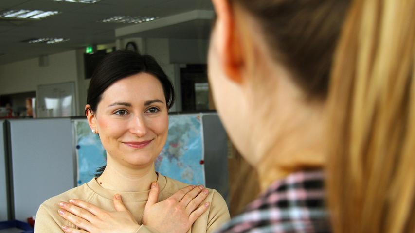 Wegen Coronavirus: So begrüßt man sich ohne Händeschütteln