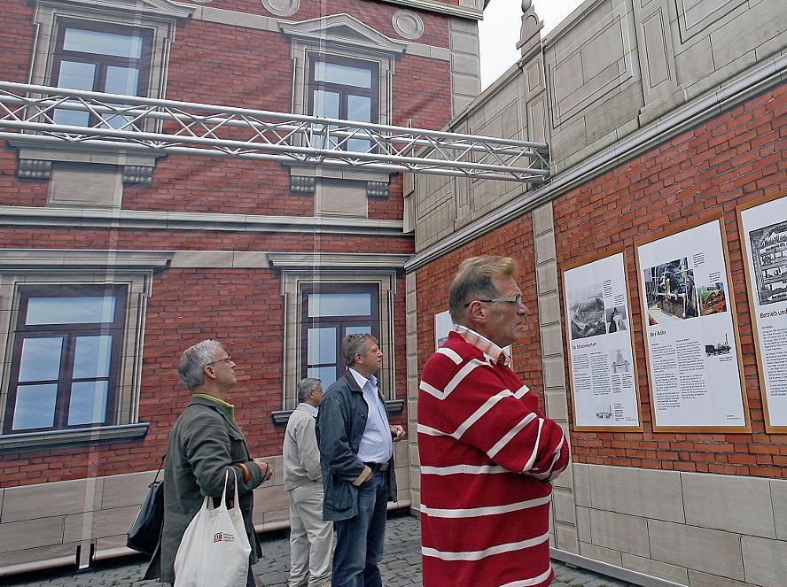Viel Information über die Fürther Verkehrsgeschichte finden die Besucher an der Rückseite der Bahnhofsattrappe und im Mittelbau.