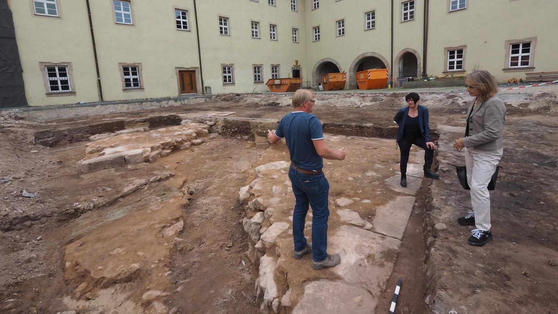 Das waren im Sommer 2019 die Reste der alten Anlagen, die die Archäologen im Schlosshof freigelegt hatten. Alles wurde akribisch dokumentiert, das Landesamt für Denkmalpflege sieht aber keine Notwendigkeit, eine Überbauung zu verhindern.