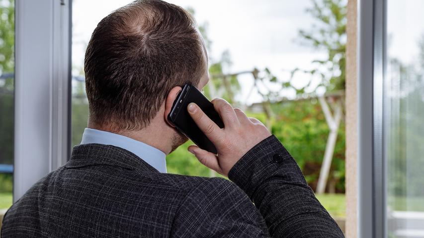 Die zusätzliche Zeit könnte man zum Beispiel für einen Anruf bei Verwandten oder Freunden nutzen. In Zeiten von WhatsApp und Sozialen Medien tut es trotzdem gut, immer mal wieder die Stimmen der Lieben zu hören.