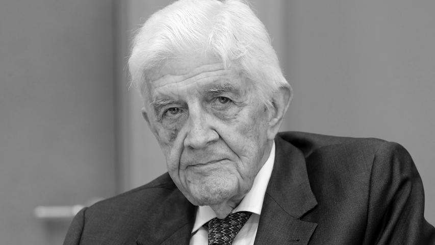 Der FDP-Politiker und frühere nordrhein-westfälische Innenminister Burkhard Hirsch ist tot. Er starb am Mittwoch, 11. März 2020, im Alter von 89 Jahren.