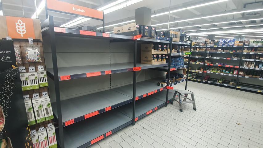 Könnte der Supermarkt plötzlich leer sein? Eric Sucky , Professor für Produktion und Logistik an der Universität Bamberg, sagt: