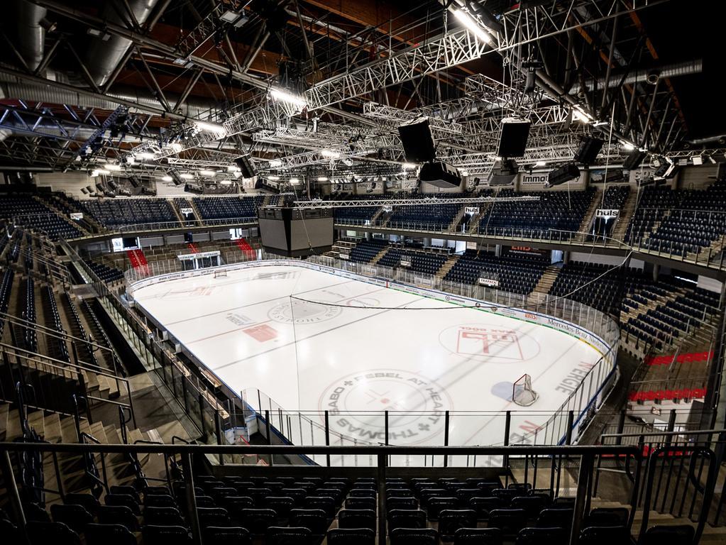 11.03.2020 --- Eishockey --- Saison 2019 2020 --- DEL --- Thomas Sabo Ice Tigers Icetigers Nürnberg - Saisonende --- Foto: Sport-/Pressefoto Wolfgang Zink / ThHa --- ..leere Arena Nürnberger Versicherung nach Saisonende, Symbolfoto, Featurebild