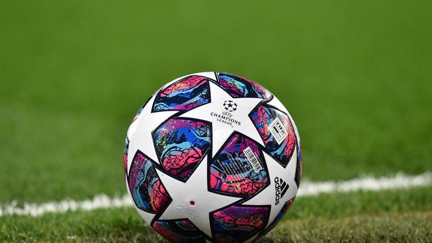 Die Europäische Fußball-Union schickt die Champions League und die Europa League ebenfalls in die Zwangspause. Die Wettbewerbe werden bis auf Weiteres ausgesetzt, über Alternativtermine soll erst zu einem späteren Zeitpunkt verhandelt werden. Ebenso betroffen sind die europäischen Topligen. Die Premiere League in England und die Serie A in Italien pausieren aktuell, in Spanien wird der Ligabetrieb ebenfalls bis auf weiteres ausgesetzt, selbiges gilt für den französischen Fußball. Belgien dagegen hat nun als erste europäische Fußball-Liga die Saison abgebrochen und Club Brügge zum Meister proklamiert. Ebenfalls abgebrochen wurde die Saison in den Niederlanden, allerdings ohne Aufsteiger, Absteiger und einen Meister zu benennen.