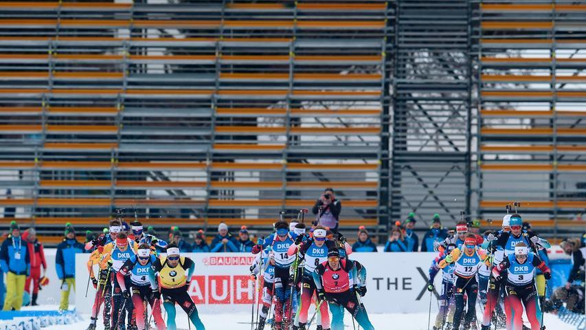 Das Biathlon-Weltcup-Finale, das vom 20. Bis zum 22. März in Oslo stattfinden sollte, wurde auf die Empfehlung der norwegischen Gesundheitsbehörde von der Stadtverwaltung Oslo wegen dem Coronavirus abgesagt. Die Saison wird deshalb am Samstag nach den Verfolgungsrennen der Männer und Frauen beendet. Auch die Saison im Ski Alpin wurde für beendet erklärt, genauso wie die der Ski-Langläufer. Die Weltcup-Saison der Skispringer blieb ebenso wenig verschont.