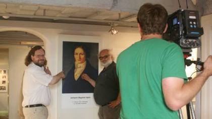 Stefan Fröhling (l.) und Andreas Reuß im Spix-Museum und vor der Fernsehkamera.