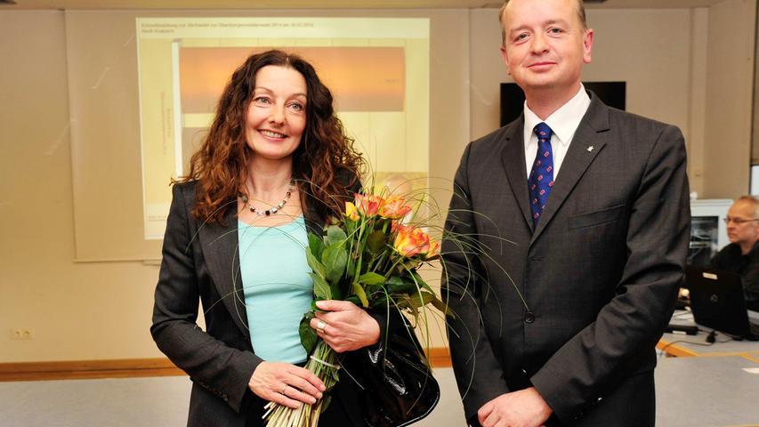 Carda Seidel (BAP/ödp) musste um ihr Amt als Oberbürgermeisterin von Ansbach bangen: In der ersten Runde landete sie hinter CSU-Widersacher Thomas Deffner. In der Stichwahl unterlag sie letztlich. Hier geht es zum kompletten Artikel.