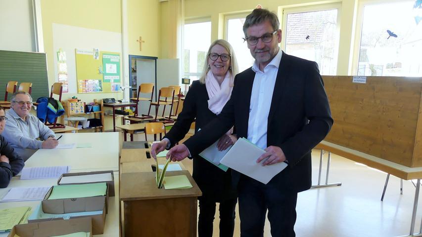 Die Bürger der Altmühlstadt haben sich erneut für Karl-Heinz Fitz entschieden: Der CSU-Politiker holte bereits im ersten Wahlgang die absolute Mehrheit. Hier geht es zum kompletten Artikel.
