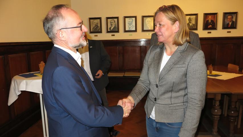 Überraschend deutlich: Eine absolute Mehrheit der Treuchtlinger wollte eine Wechsel und hat den amtierenden Bürgermeister Werner Baum (SPD, links) abgewählt. Neue Stadtchefin ist Kristina Becker (CSU). Hier finden Sie den kompletten Artikel.