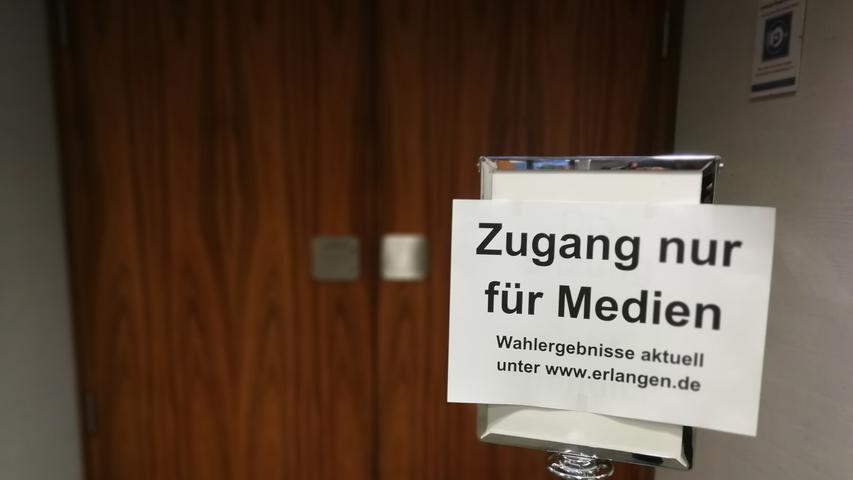 Schnell war klar: Es wird zu einer Stichwahl zwischen Amtsinhaber Florian Janik (SPD) und Herausforderer Jörg Volleth von der CSU kommen. Wer neuer Oberbürgermeister von Erlangen wird, entscheiden somit die Wahlberechtigten bei der Stichwahl am 29. März 2020.
