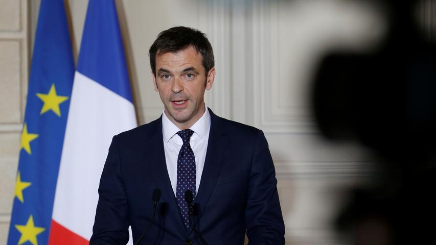 24./25. Januar: Drei Fälle werden in Frankreich erfasst. Das neuartige Coronavirus erreicht Europa. Auf dem Bild spricht der französische Gesundheitsminister Olivier Veran.