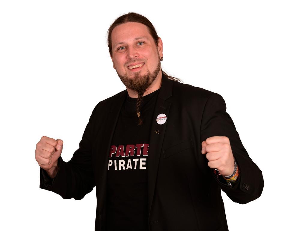 Motiv: Kommunalwahl Nürnberg Kandidat / Kandidatin Die ..Piraten Partei ..hier: OB Kandidat Florian Betz - Portrait ..Foto: Die Piraten Partei - 02/2020 gesp...überm. von sperling@flaschenpost.piratenpartei.de....
