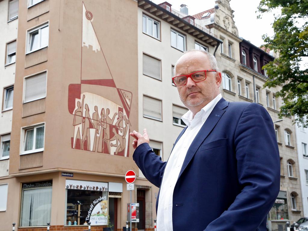 RESSORT: Lokales ..DATUM: 01.09.17..FOTO: Michael Matejka ..MOTIV: Sgraffito-Kunst mit Gerhard Groh..ANZAHL: 1 von 4..