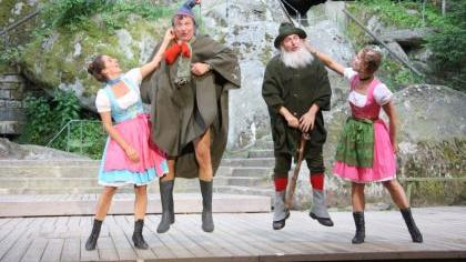 Neuauflage eines Dauerbrenners: «Der Watzmann ruft» auf der Freilichtbühne in Wunsiedel, hier mit Susanna Kratsch, Joesi Prokopetz, Christoph Fälbl und Gitti Recher (v. l.).