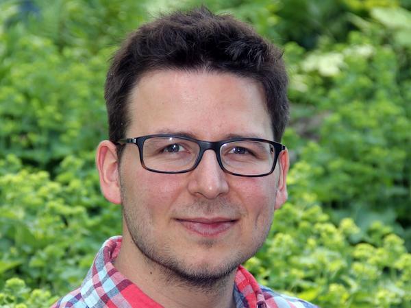 Sebastian Sippel ist 32 Jahre alt und lebte bis zu seinem 19. Lebensjahr in Nürnberg Zabo. Danach studierte er Geoökologie und Umweltnaturwissenschaften an der Universität in Bayreuth, für den Master wechselte er für ein Jahr an die Universität nach Oxford. Promoviert hat Sippel im Bereich Biogeochemie und Klimaforschung. Seit zwei Jahren arbeitet er an der Eidgenössische Technische Hochschule (ETH) in Zürich.