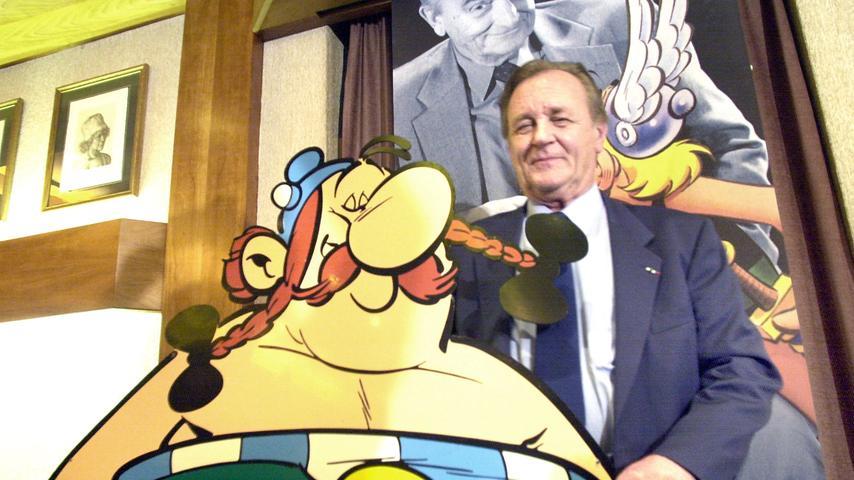 Zwei, die für immer zusammengehören: Albert Uderzo mit seiner einer seiner beiden Comic-Helden, dem nicht unbedingt schlauen, aber gutmütigen und vor allem starken Obelix.