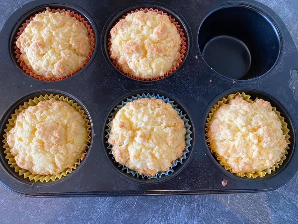 Nanu, da fehlt doch schon einer? Die Cheesecake Muffins von Sarah Höltschl sind offenbar heiß begehrt.