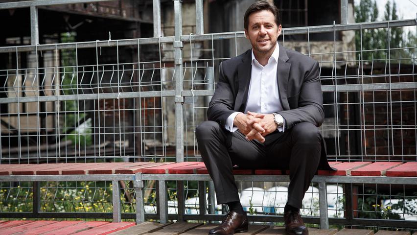Als Vorstand des Instituts für Wirtschaftswissenschaft und Professor für Betriebswirtschaftslehre an der Universität Erlangen-Nürnberg beschäftigt sich Fifka insbesondere mit strategischem und werteorientiertem Management sowie mit der Frage, wie nachhaltiger Erfolg möglich ist. Das kann er auch mit Blick auf den Club, für den er seit 2020 im Aufsichtsrat sitzt.