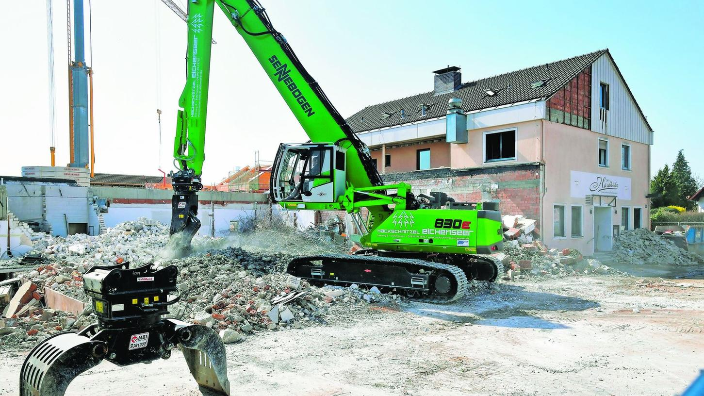 Der Abriss des Gebäudekomplexes hat begonnen, bis Ende April soll er abgeschlossen sein.