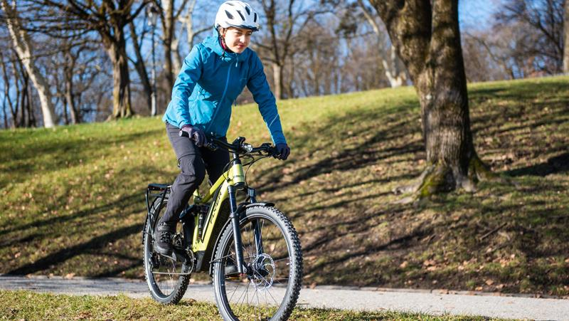 Radfahren stärkt das Herz-Kreislaufsystem und beugt dem Lagerkoller vor. Allerdings gilt es jetzt ein paar Regeln zu beachten.