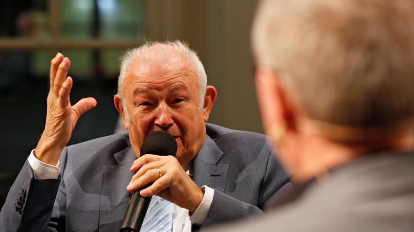 Der ehemalige Ministerpräsident Günther Beckstein (CSU) zu Königs Wahlsieg: