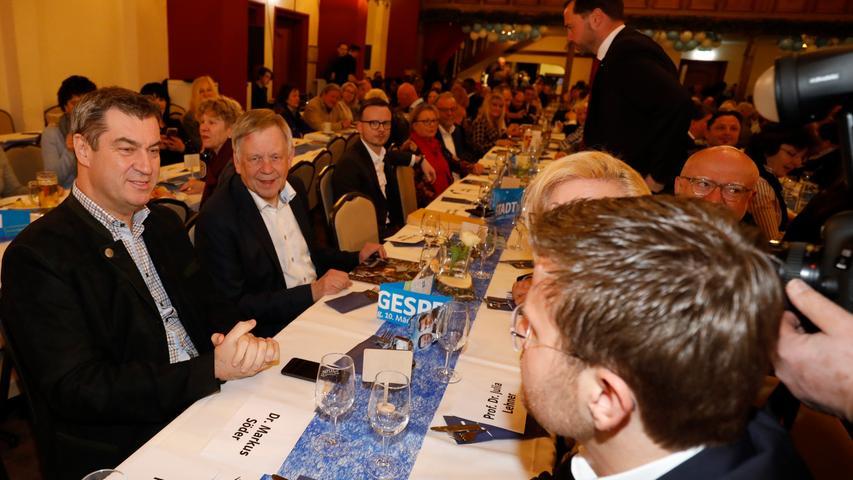 Ministerpräsident und CSU-Chef Markus Söder freut sich über den Sieg der CSU bei den Oberbürgermeister-Stichwahlen in Nürnberg: