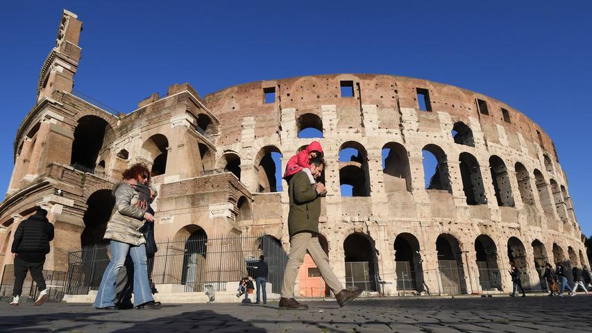 Nun ist vor dem Amphitheatrum Flavium in dem stark gebeutelten Italien jedoch kaum mehr ein Besucher anzutreffen. Das öffentliche Leben ist in Rom fast vollkommen zum Erliegen gekommen.