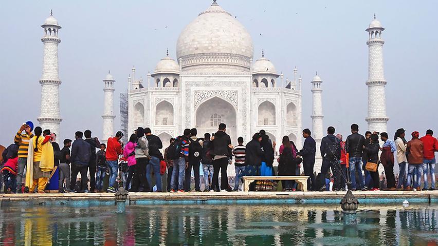 Vor wenigen Wochen war hier noch Donald Trump zu Besuch: Das Marmordenkmal Taj Mahal in Indien besuchen normalerweise jeden Tag mehrere zehntausend Menschen.