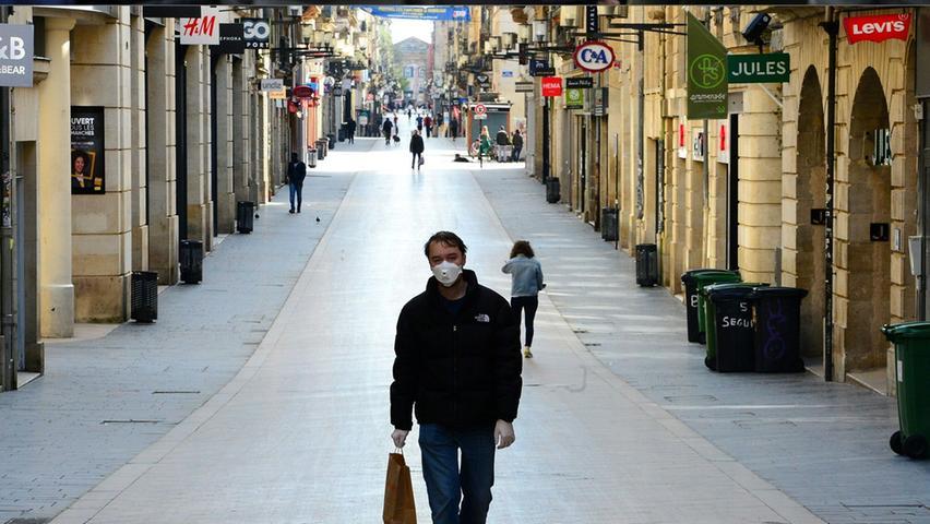 Schluss mit der Ausgeh-Kultur: Nach der Verschärfung des Ausgangverbots in Frankreichs kann man die Menschen auf der bekannten Straße zählen.