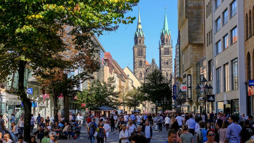 Auch in der Nürnberger Fußgängerzone herrscht an einem warmen Frühlingstag meist reges Treiben.