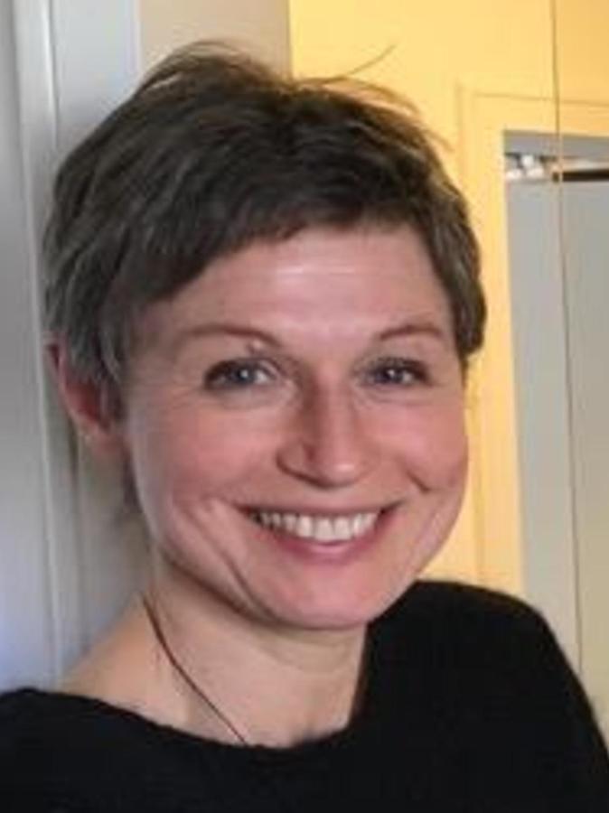 Simone Steiner (54) leitet seit 2011 die Erziehungs-, Jugend- und Familienberatung der Caritas im Landkreis. Die gebürtige Burghausenerin hat Erzieherin und Heilpädagogin gelernt und arbeitete von 1995 bis 2003 in der Frühförderung der Lebenshilfe in Buch. Berufsbegleitend studierte sie Heilpädagogik und war von 2005 bis 2011 Dozentin an der Fachakademie für Heilpädagogik in Rummelsberg.
