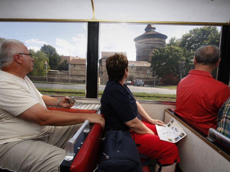 Touristen auf Sightseeing-Tour: Hat Nürnberg mehr zu bieten als Sehenswürdigkeiten aus vergangenen Jahrhunderten?